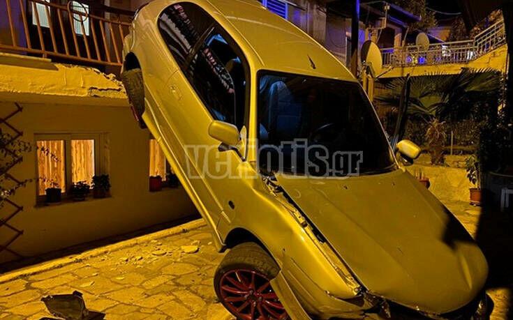 Βέροια: Αυτοκίνητο «πέταξε» και προσγειώθηκε σε αυλή σπιτιού 15