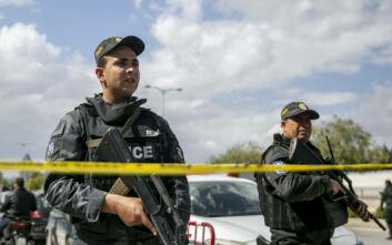 Ταραχές στην Τυνησία: Άνδρας σκοτώθηκε ενώ κοιμόταν σε περίπτερο την ώρα που ο δήμος το κατεδάφιζε