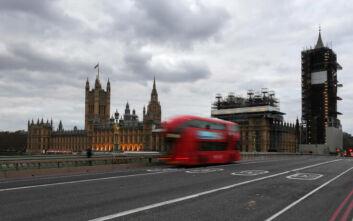 Πιο κοντά στο lockdown το Λονδίνο: Έρχονται νέα αυστηρότερα μέτρα