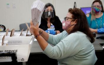Εκλογές στις ΗΠΑ: Το «αγκάθι» της επιστολικής ψήφου, οι πιθανές καθυστερήσεις και στο βάθος το Ανώτατο Δικαστήριο