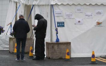 Αλλάζει την οδηγία για την καραντίνα η Βρετανία - Προειδοποίηση για πιθανές «τραγικές συνέπειες»