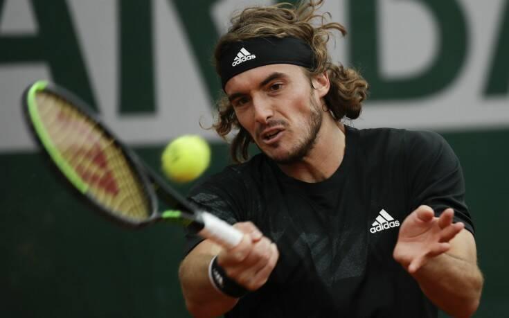 Ο Τσιτσιπάς προκρίθηκε στους «16» του Roland Garros - Αποσύρθηκε λόγω τραυματισμού ο Μπέντενε