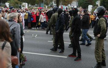 Ο Λουκασένκο έδωσε το «πράσινο» φως στην αστυνομία να κάνει χρήση όπλων στις διαδηλώσεις