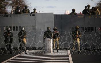 Κλείνει τα χερσαία σύνορά της η Λευκορωσία