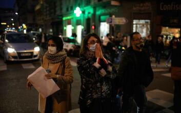 Τρομοκρατική επίθεση στη Νίκαια: Συγκλονιστικές εικόνες με ανθρώπους να προσεύχονται για τα θύματα