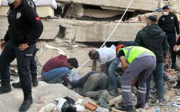 Ισχυρός σεισμός στη Σμύρνη: Στους 76 οι νεκροί από τα 6,7 Ρίχτερ -  962 τραυματίες