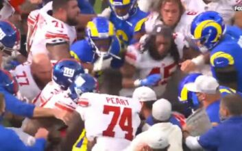 Πολύ ξύλο σε αγώνα NFL για έναν χωρισμό - Μαλλιά κουβάρια οι παίκτες στη μέση του γηπέδου