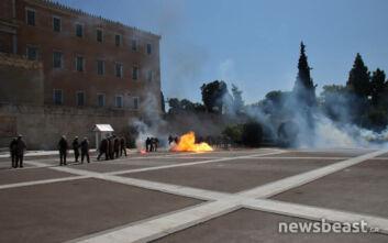 Ένταση και μολότοφ στο πανεκπαιδευτικό συλλαλητήριο έξω από τη Βουλή