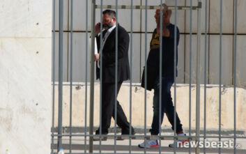 Δίκη Χρυσής Αυγής: Μπήκε στη δικαστική αίθουσα ο Γιάννης Λαγός