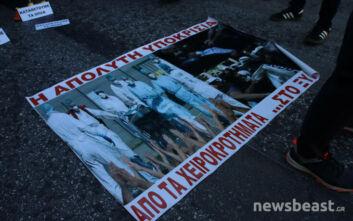 Πορεία της ΠΟΕΔΗΝ προς το υπουργείο Υγείας με πανό «Από τα χειροκροτήματα... στο ξύλο»