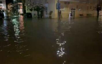 Βίντεο από την κακοκαιρία που «χτυπάει» το Ιόνιο: Πλημμύρισε το Αργοστόλι