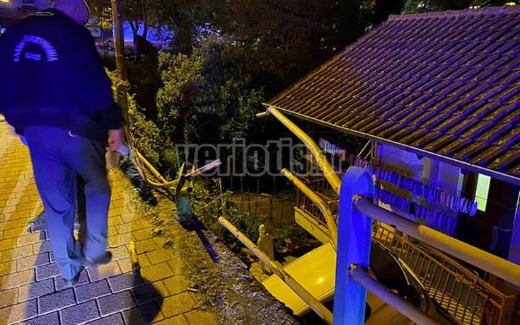 Βέροια: Αυτοκίνητο «πέταξε» και προσγειώθηκε σε αυλή σπιτιού 17