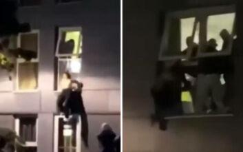 Φοιτητές πηδάνε από τα παράθυρα επειδή τους έκαναν τσακωτούς σε παράνομο πάρτι