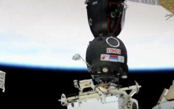 Η στιγμή που το Σογιούζ προσδένεται στον Διεθνή Διαστημικό Σταθμό