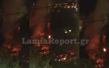 Λαμία: Πυρκαγιά με εκρήξεις τα ξημερώματα στο πάρκινγκ του Στρατοπέδου Τσαλτάκη