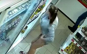 Ρωσίδα κλέβει από το σούπερ μάρκετ 6 προϊόντα και τα βάζει στο εσώρουχό της
