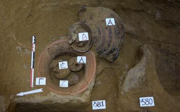 Εντυπωσιακά ευρήματα σε ανασκαφές κοντά στο Αίγιο: Οι αρχαίοι τάφοι στη μυκηναϊκή νεκρόπολη και η σχέση με την κάτω Ιταλία