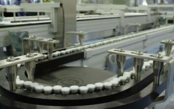 Το βίντεο που γεννά ελπίδες: Χιλιάδες εμβόλια για τον κορονοϊό βγαίνουν από τις γραμμές παραγωγής της Pfizer