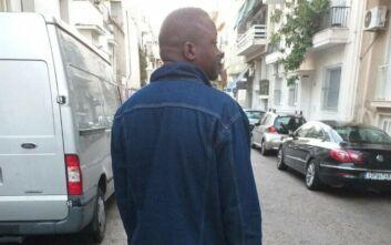Ο πρόσφυγας που ζει με μια σφαίρα στο κεφάλι ελπίζει να επανενωθεί με την οικογένειά του στην Ελλάδα