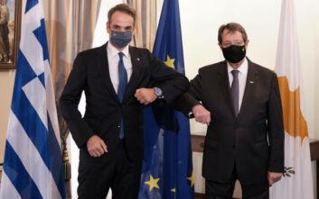 Μητσοτάκης - Αναστασιάδης: Η παραβατική συμπεριφορά της Τουρκίας θίγει και τα συμφέροντα της Ε.Ε.