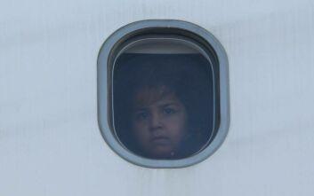 Έφυγαν για τη Γερμανία 101 πρόσφυγες από τα νησιά - Ανάμεσά τους 61 παιδιά και 14 βρέφη