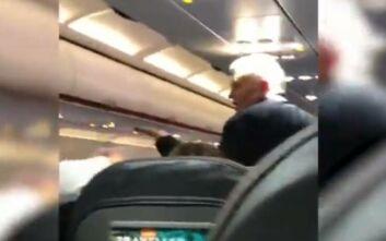 Επεισοδιακή πτήση: Φώναζε στους επιβάτες να μη φοράνε μάσκα, έβρισε τη σύζυγό του και εκείνη τον χαστούκισε