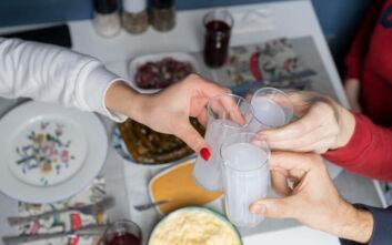 Οι Κυριακές μας θέλουν ούζο, μεζέδες και καλή παρέα