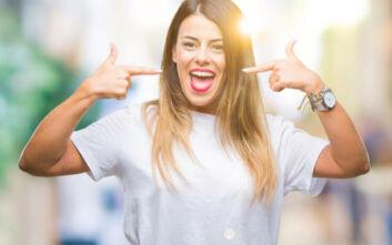 Πέντε πράγματα που πρέπει να αποφύγετε για πάλλευκα και λαμπερά δόντια