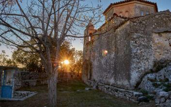 Το μοναστήρι στη Μεσσηνιακή Μάνη με θέα στο φαράγγι του Ριντόμου που κόβει την ανάσα