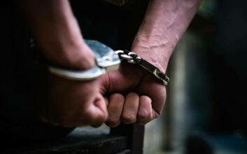 Ηράκλειο: Σύλληψη άνδρα που είχε στο σπίτι του περίστροφα και άλλα όπλα