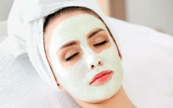 Τι πρέπει να κάνετε πριν κοιμηθείτε για τέλειο και λείο δέρμα