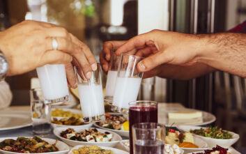 Απογειώστε την κάθε μέρα με ήλιο, οποιαδήποτε στιγμή μέσα στον χρόνο, με καλή παρέα και ένα ποτήρι ούζο