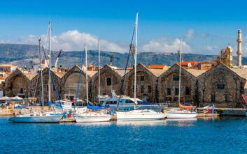 Τα ενετικά νεώρια στο Παλιό Λιμάνι των Χανίων από τις πιο χαρακτηριστικές εικόνες της πόλης