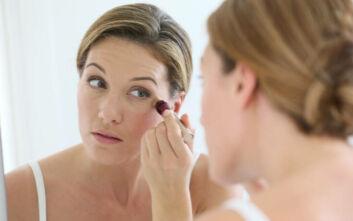 Πώς να εφαρμόσετε σωστά το κονσίλερ στο… ώριμο δέρμα σας