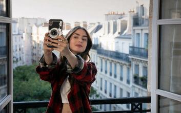 Emily in Paris: Η ιστορία μιας νεαρής Αμερικανίδας που μετακομίζει στην πόλη του φωτός