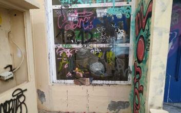Εκτεταμένες ζημιές σε σχολεία της Βάρης - Άγνωστοι έριξαν χρώματα στους τοίχους και προκάλεσαν φθορές