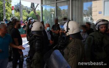Η Αστυνομία άφησε ελεύθερους τους νεαρούς που είχε σταματήσει για έλεγχο