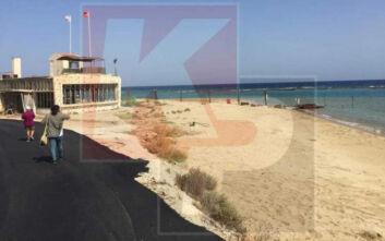 Φωτογραφίες και βίντεο από την παραλία της περίκλειστης πόλης της Αμμοχώστου