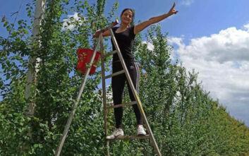 Από πτυχιούχος πληροφορικής... αγρότισσα: Το χιουμοριστικό γεμάτο μηνύματα βίντεό της