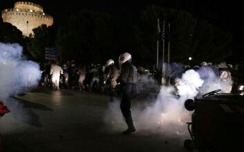 Επεισόδια στη Θεσσαλονίκη: Χημικά και συγκρούσεις αστυνομικών με πολίτες που αντιδρούν στο lockdown