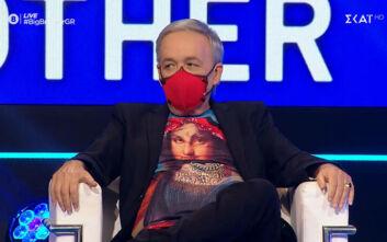 Big Brother: Ο Μικρούτσικος φόρεσε μάσκα για να τιμήσει τις νοσηλεύτριες που πήγαν εθελοντικά στη Θεσσαλονίκη