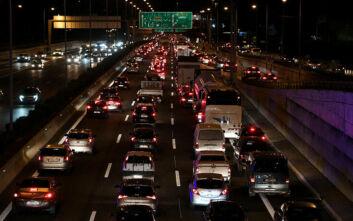 Lockdown στην Ελλάδα: Χιλιάδες αυτοκίνητα πέρασαν τα διόδια σε Αθηνών-Λαμίας και Αθηνών-Κορίνθου