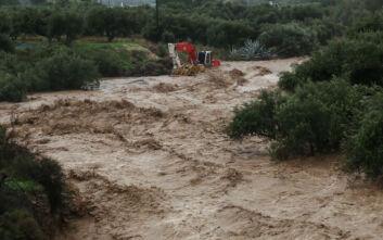 Κρήτη: Παρασύρθηκε οδηγός από τα νερά