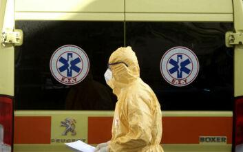 Περιπέτεια για ασθενή με κορονοϊό: Χάλασαν δύο ασθενοφόρα κατά τη μεταφορά του