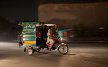 Σοκαριστικό δυστύχημα στο Πακιστάν: 22 καλεσμένοι σε γάμο σκοτώθηκαν με τρίκυκλο αμαξίδιο