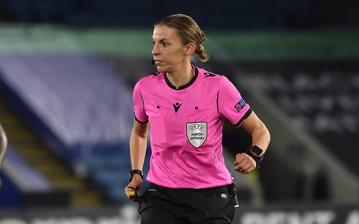 Στεφανί Φραπάρ: Γράφει ιστορία ως η πρώτη γυναίκα διαιτητής που θα σφυρίξει στο Champions League
