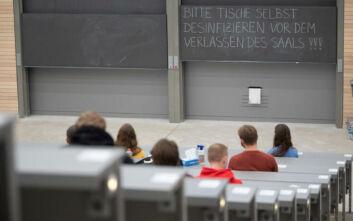 Πάνω από 300.000 μαθητές και 30.000 δάσκαλοι σε καραντίνα λόγω κορονοϊού