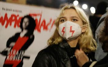 Στους δρόμους ξανά διαδηλωτές κατά της αυστηροποίησης του νόμου για τις αμβλώσεις