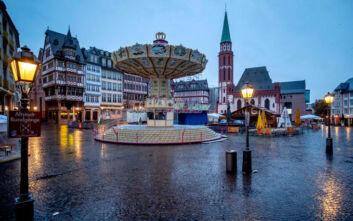 Για Χριστούγεννα με συγκεντρώσεις έως δέκα ατόμων ετοιμάζεται η Γερμανία