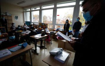 Γαλλία: Οι μαθητές επιστρέφουν στα σχολεία μετά τον αποκεφαλισμό του καθηγητή